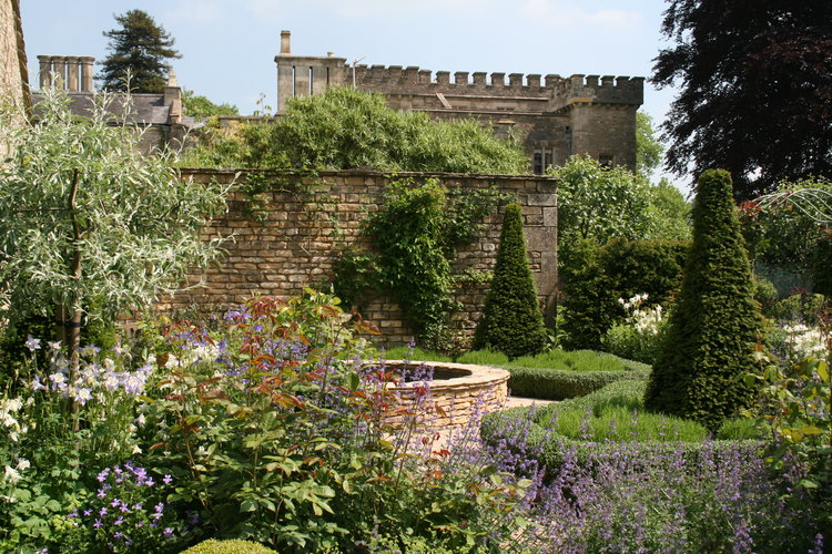 How to become a landscape gardener - call